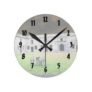 Fuerte de St Augustine que solarized Reloj Redondo Mediano