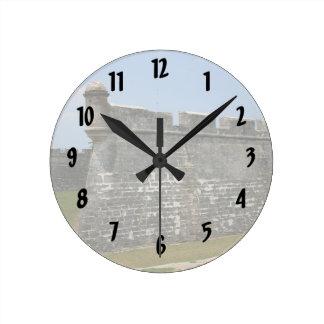 Fuerte en la opinión de la esquina de St Augustine Reloj Redondo Mediano