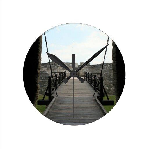 Fuerte en St Augustine que mira de castillo Relojes