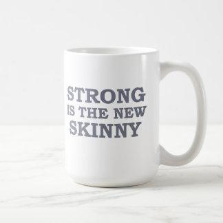 Fuerte es el nuevo flaco taza de café