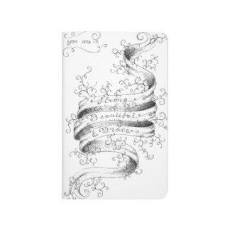 Fuerte, hermoso y valiente cuaderno grapado
