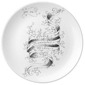 Fuerte, hermoso y valiente plato de cerámica