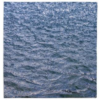 Fuertes lluvias que vierten abajo de llover perros servilleta de papel