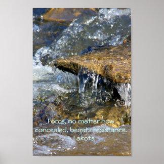 Fuerza y resistencia - proverbio de Lakota Poster