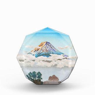 Fuji en nubes lago Kawaguchi Japón Koushu