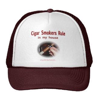 Fumador de cigarro gorra