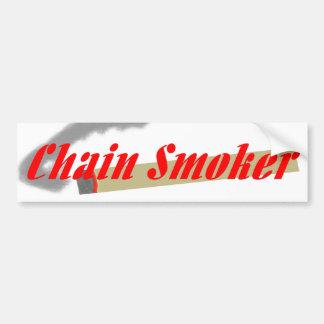 Fumador empedernido en fuente roja etiqueta de parachoque