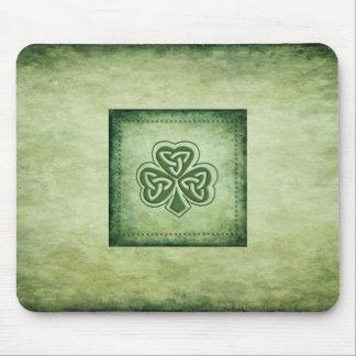 Fun grundge Irish lucky shamrock Mouse Pad