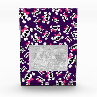 Fun purple skulls and bows pattern award