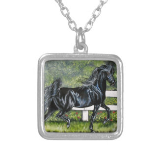 Funcionamiento árabe negro del caballo colgante cuadrado