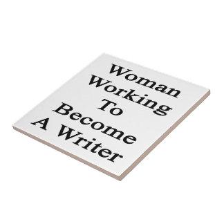 Funcionamiento de la mujer a hacer un escritor azulejo