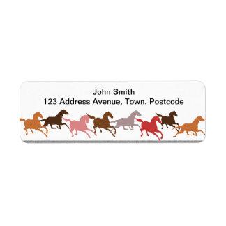 Funcionamiento de los caballos salvajes etiqueta de remite