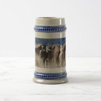 Funcionamiento de los caballos salvajes jarra de cerveza