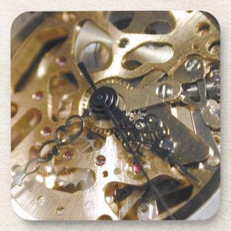 Funcionamiento del reloj del relojero posavasos de bebida