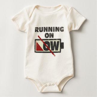 Funcionamiento en punto bajo mamelucos de bebé