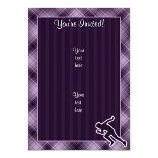 Funcionamiento púrpura invitación 12,7 x 17,8 cm