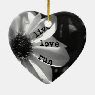 Funcionamiento vivo del amor por los diseños de adorno navideño de cerámica en forma de corazón