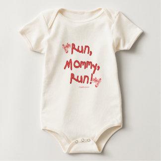 Funcione con a la mamá funcionada con - rosa traje de bebé