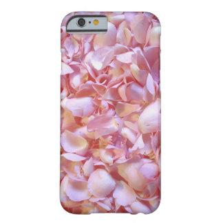 Funda romántica de móvil con hojas de rosa