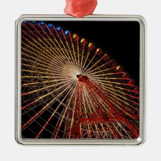 Funfair Night.jpg de la rueda grande Adorno Cuadrado Plateado