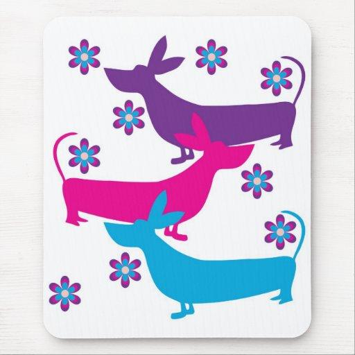 Funky retro fun basset hound dog mousepad