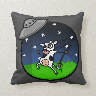 FUNNY COW ALIEN ABDUCTION SQUARE THROW PILLOW