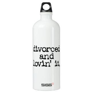 """Funny Divorce """"Divorced and lovin' it."""" SIGG Traveler 1.0L Water Bottle"""