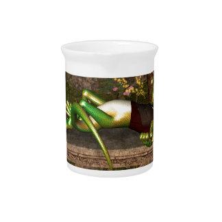 Funny gecko beverage pitcher