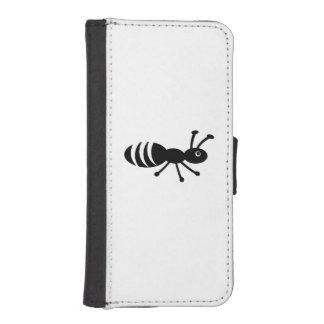 Funny Little Bug - Pest Control Joke iPhone SE/5/5s Wallet Case