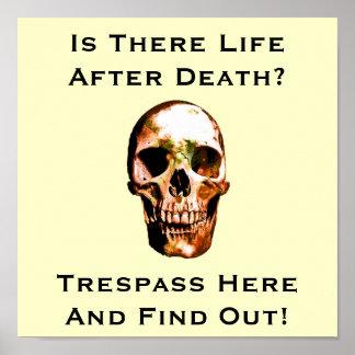 Funny No trespassing sign 2