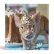Funny pig and  the cake 3 ring binder