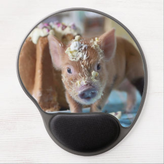 Funny pig and  the cake gel mouse pad
