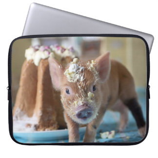 Funny pig and  the cake laptop sleeve