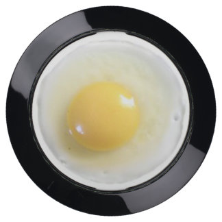 Funny realistic sunny side up fried egg USB charging station
