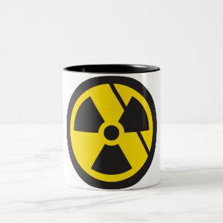 Furia nuclear taza de dos tonos