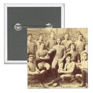 Fútbol 1888 de UMass Pin Cuadrado