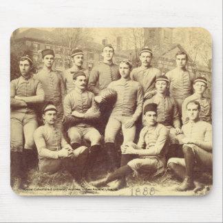 Fútbol 1888 de UMass Alfombrilla De Ratones