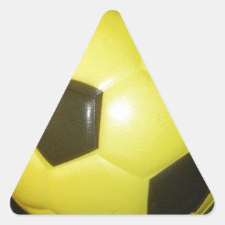Fútbol amarillo y negro calcomania triangulo personalizadas