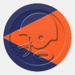 Fútbol anaranjado y azul y casco etiquetas redondas