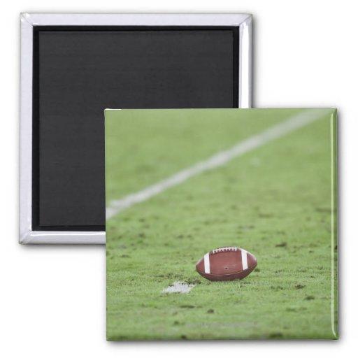 Fútbol cerca de la línea de las yardas imán cuadrado