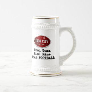 Fútbol de la ciudad del hierro jarra de cerveza