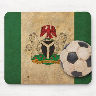Fútbol de Nigeria del vintage Tapetes De Ratones