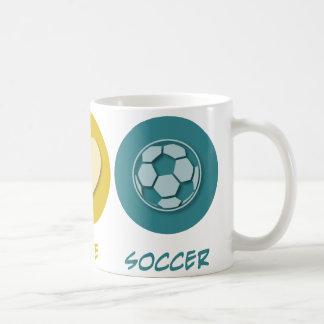 Fútbol del amor de la paz taza