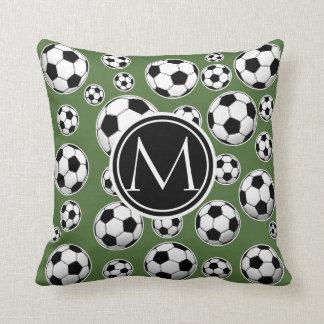 Fútbol del monograma - top del árbol cojín decorativo