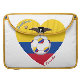 "Fútbol ""ECUADOR"". Ecuadorian National Soccer Team Fundas Macbook Pro"