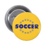 Fútbol en azul pin redondo de 2 pulgadas