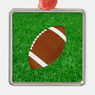 Fútbol en los ornamentos del césped adorno navideño cuadrado de metal