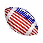 Fútbol inclinado con el diseño de la bandera ameri esculturas fotográficas