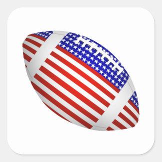 Fútbol inclinado con el diseño de la bandera pegatina cuadrada