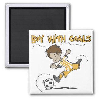 Fútbol - muchacho con las camisetas y los regalos  imán de frigorifico